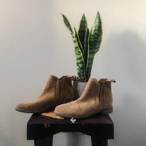 UO - Classic Chelsea Suede Ankle Boots
